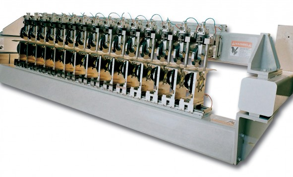 Linked upper and lower knives for fast, manual slit positioning